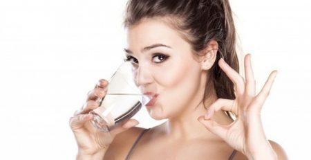 lợi ích của việc uống nước khoáng