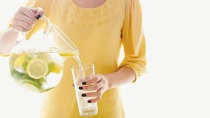 Giảm cân bằng việc uống nước cho thêm ít chanh
