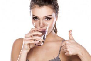 Giảm cân bằng việc uống nước